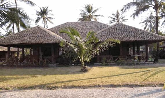Central Hotel Ngwe Saung - Hotels.com