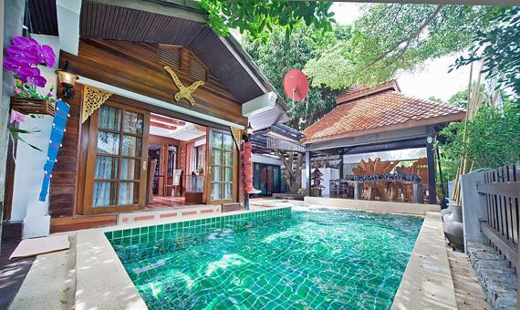 Baan Ruean Thai