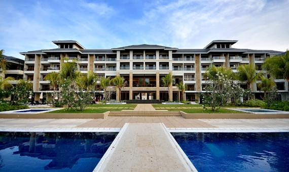 About Henann Resort Alona Beach