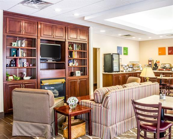 Comfort Inn Amp Suites Dayville Compare Deals