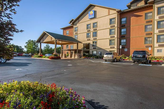 Comfort Inn Amp Suites Branson Meadows Compare Deals