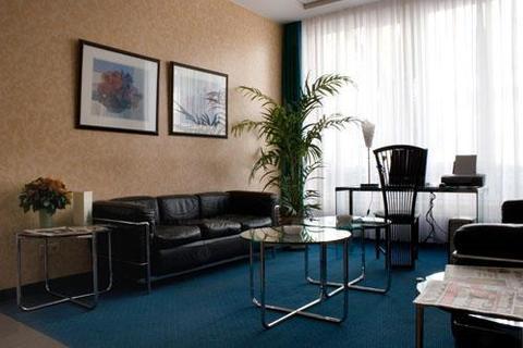hotel alt tempelhof berlin compare deals. Black Bedroom Furniture Sets. Home Design Ideas