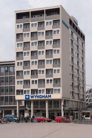 wyndham koeln cologne compare deals. Black Bedroom Furniture Sets. Home Design Ideas