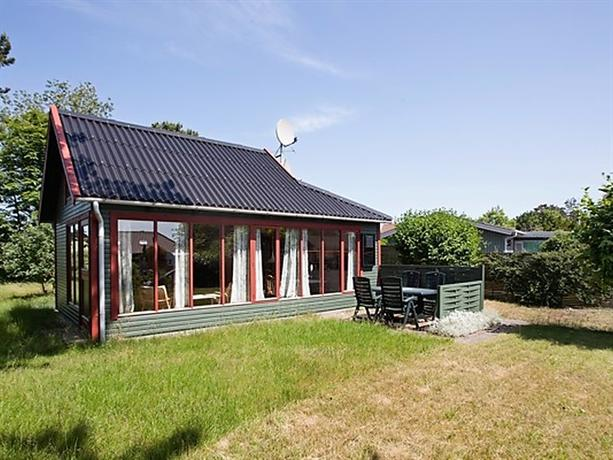 Two-Bedroom Holiday home in Store Fuglede 1