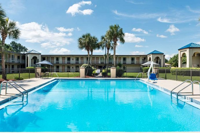 Travelodge Inn & Suites by Wyndham Jacksonville Airport