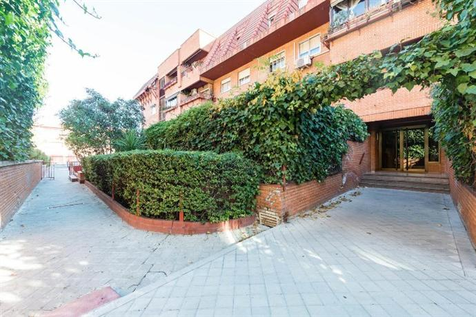 Vivienda con jardin 4 dormitorios especial familia madrid for Viviendas jardin