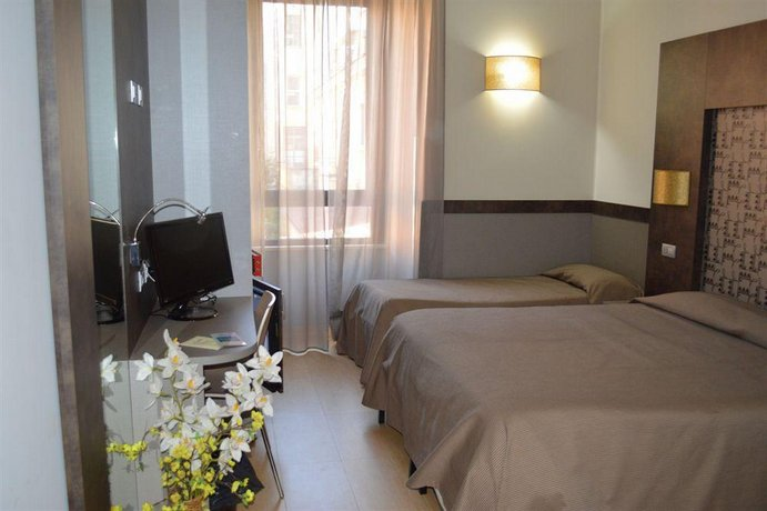 Dei mille rome compare deals for Hotel mille rose roma
