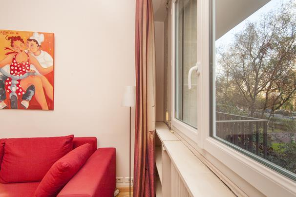 cosy studio neuilly sur seine neuilly sur seine compare. Black Bedroom Furniture Sets. Home Design Ideas