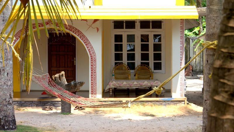 Funky art beach house alleppey compare deals for Funky house artists
