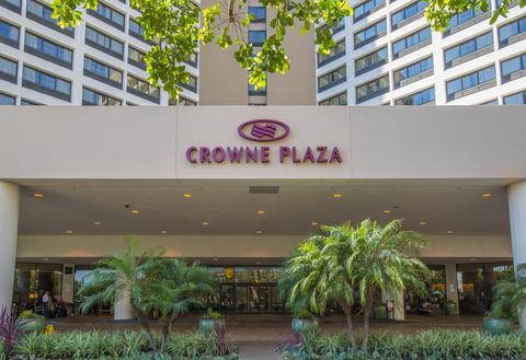 Los Angeles Hotel Near LAX - Crowne Plaza Los Angeles International Located less than one mile from the LAX terminals, the newly-renovated Crowne Plaza Los Angeles International Airport hotel offers a modern and refreshing hotel experience.