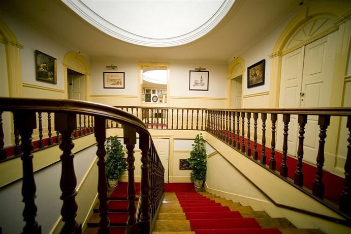 escalier bibliotheque porto id e inspirante pour la conception de la maison. Black Bedroom Furniture Sets. Home Design Ideas