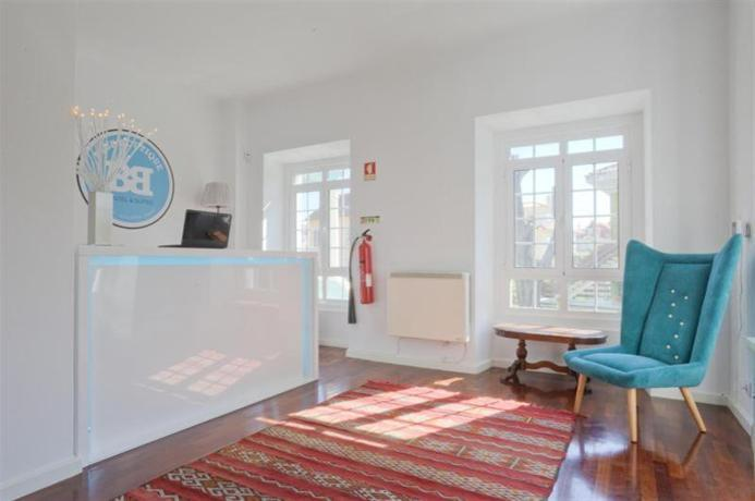 Blue boutique hostel suites cascais compare deals for Boutique hostel