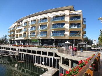 Glenelg Holiday corporate Accommodation