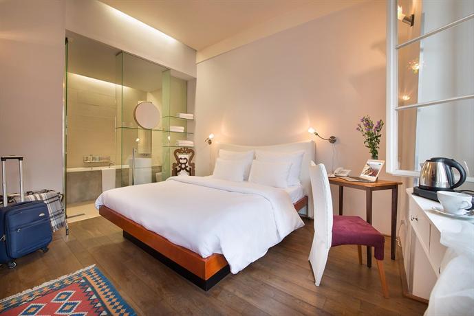 Design hotel neruda prague compare deals for Design hotel neruda 4