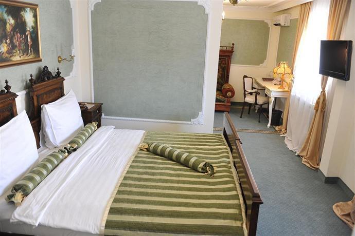 Queen 39 s astoria design hotel belgrad die g nstigsten for Design hotel queen astoria