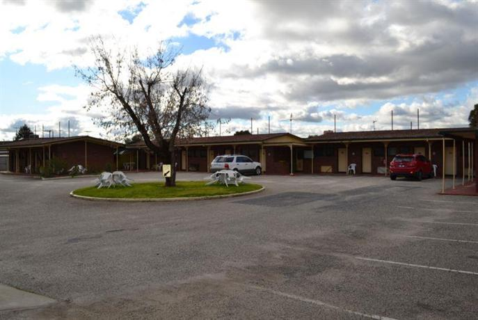 Twin city motor inn wodonga compare deals for Motor city hotel packages