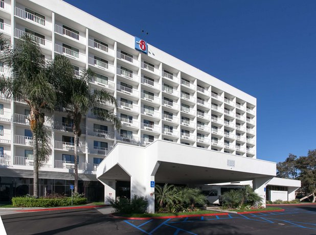 Motel 6 los angeles lax inglewood compare deals for Pooch hotel west los angeles