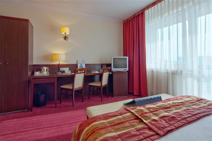 best western hotel felix warsaw compare deals. Black Bedroom Furniture Sets. Home Design Ideas