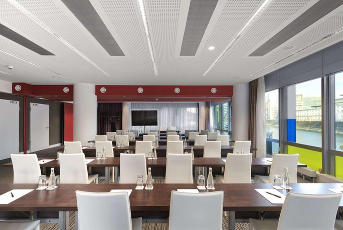 Innside by melia dusseldorf hafen compare deals for Hotel innside