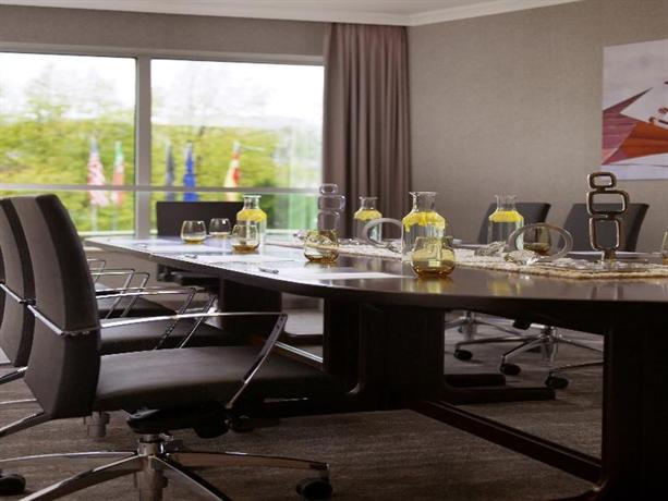 renaissance hotel d sseldorf die g nstigsten angebote. Black Bedroom Furniture Sets. Home Design Ideas