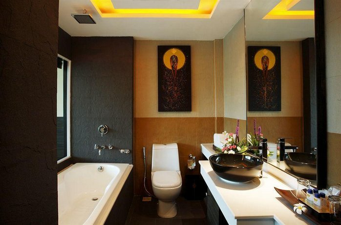 Phuket Guest Friendly Hotels - R Mar Resort and Spa
