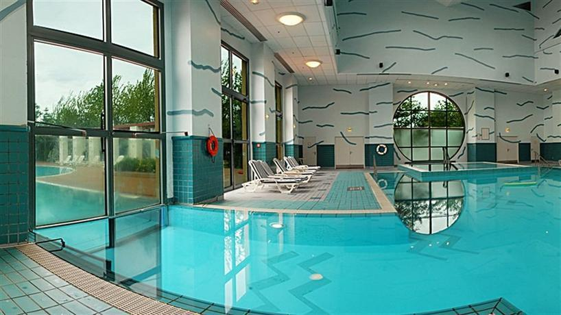 Disney 39 s hotel new york marne la vallee compare deals for Piscine disneyland hotel