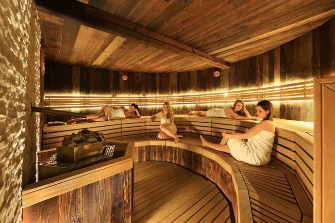 Wellness hotel step prague compare deals for Prague bathhouse