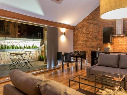 Eleska 39 s apart hotel manchester compare deals for Aparte hotel