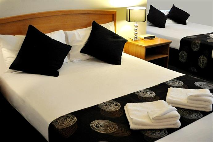 The meadowbrook hotel logan city compare deals for The meadowbrook