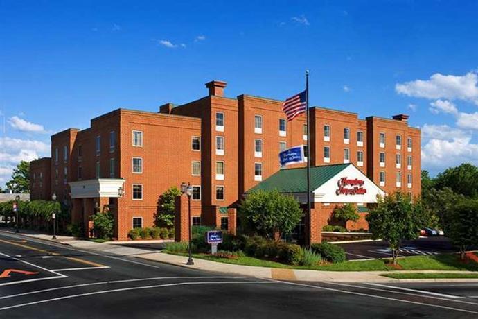 Hampton Inn & Suites Charlottesville at the University