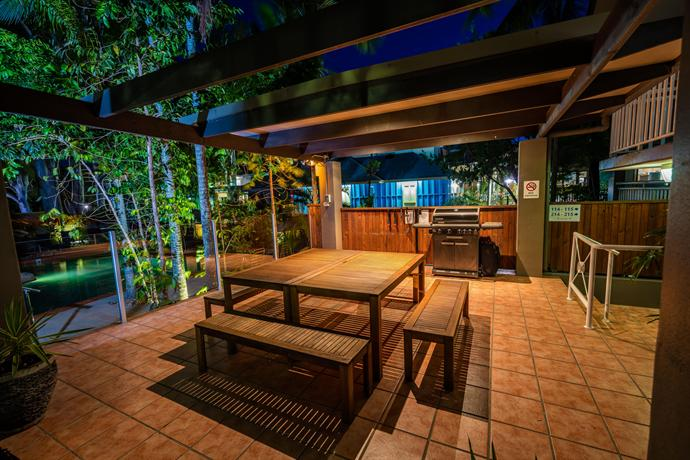 paradise on the beach resort palm cove cairns compare deals. Black Bedroom Furniture Sets. Home Design Ideas