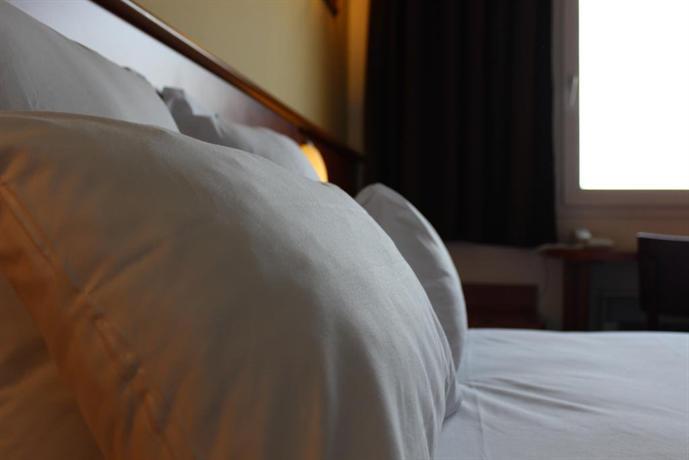 Brit Hotel Blois Le Prema