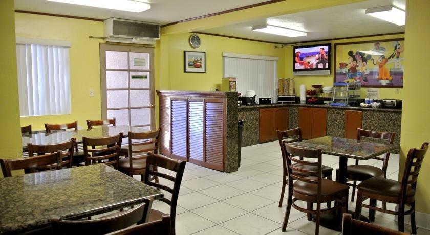 ramada by wyndham anaheim maingate north compare deals. Black Bedroom Furniture Sets. Home Design Ideas