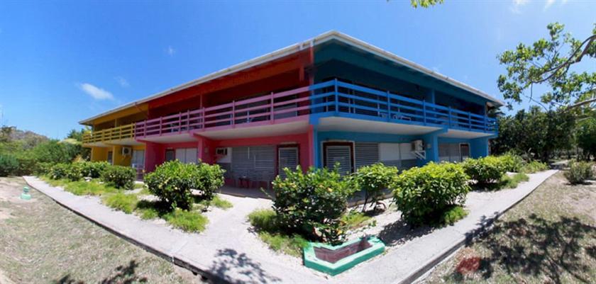 Fischer's Cove Beach Hotel & Restaurant