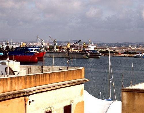 La Terrazza Sul Porto Bed & Breakfast Trapani - Compare Deals