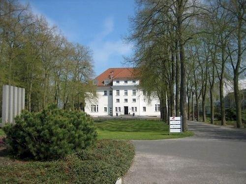 Akademie Berlin-Schmockwitz