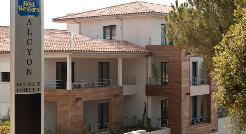 Residence hoteliere alcyon porto vecchio compare deals for Location residence hoteliere