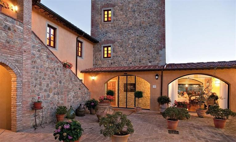 Hotel Casolare Le Terre Rosse atrio, San Gimignano.jpg