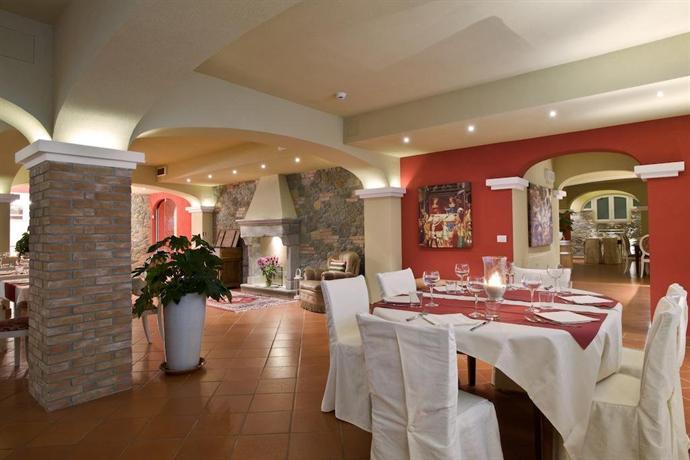 Hotel Casolare Le Terre Rosse, sala da pranzo San Gimignano.jpg