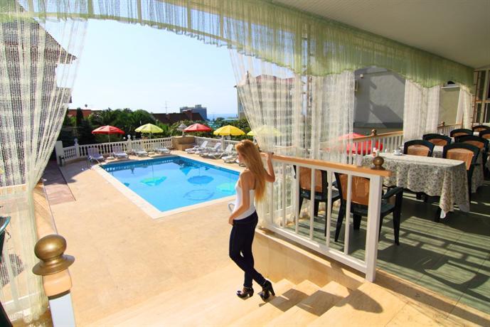 Odeon hotel adler comparez les offres for Piscine odeon