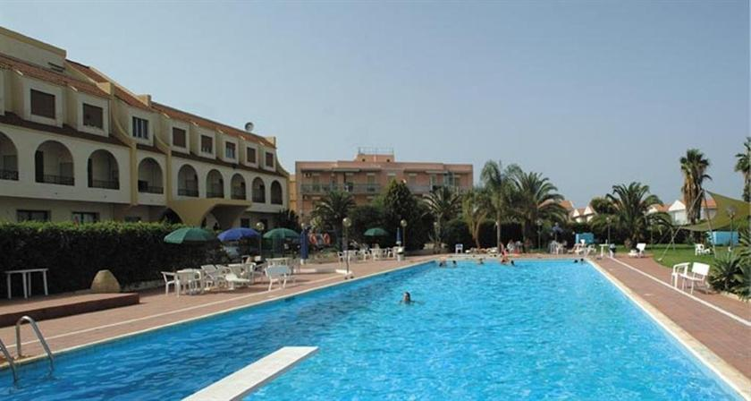 Relax hotel siracusa syracuse compare deals for Siracusa hotels