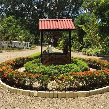 Sana el jardin secreto santiago de los caballeros for El jardin de los secretos