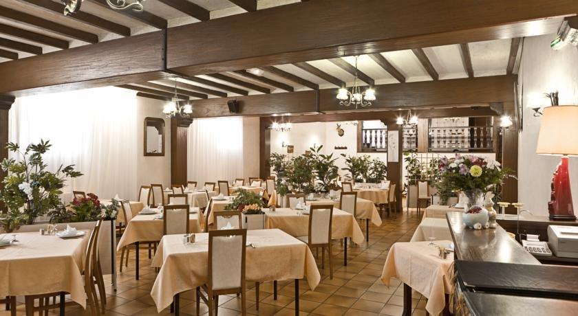 Restaurant Place De L Hotel De Ville  Arudy
