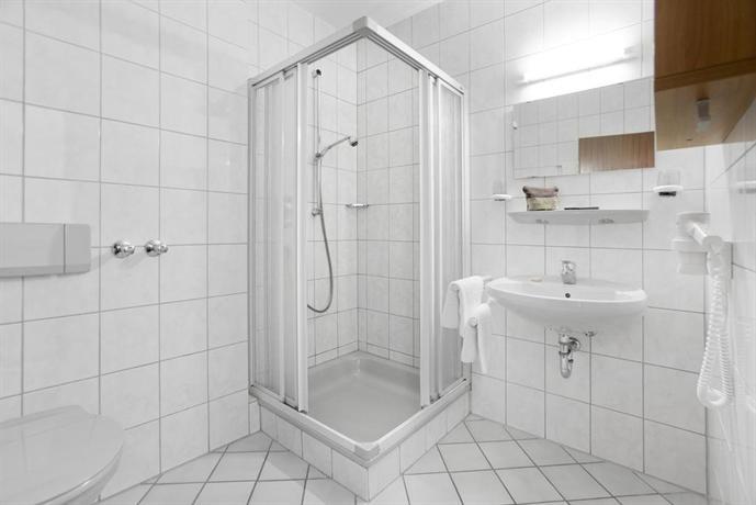 hotel zum taufstein kalbach die g nstigsten angebote. Black Bedroom Furniture Sets. Home Design Ideas