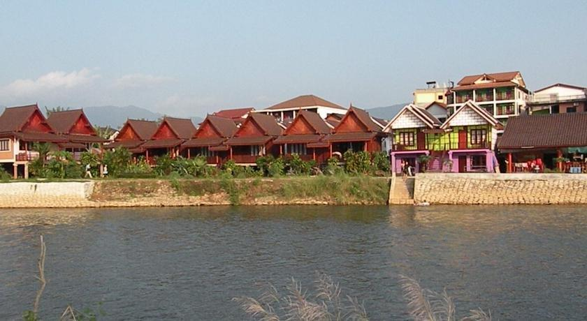 River view bungalows vang vieng compare deals for Domon river guesthouse vang vieng