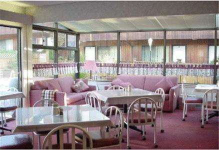 Lake city motor inn hotel burnaby compare deals for Motor city hotel deals