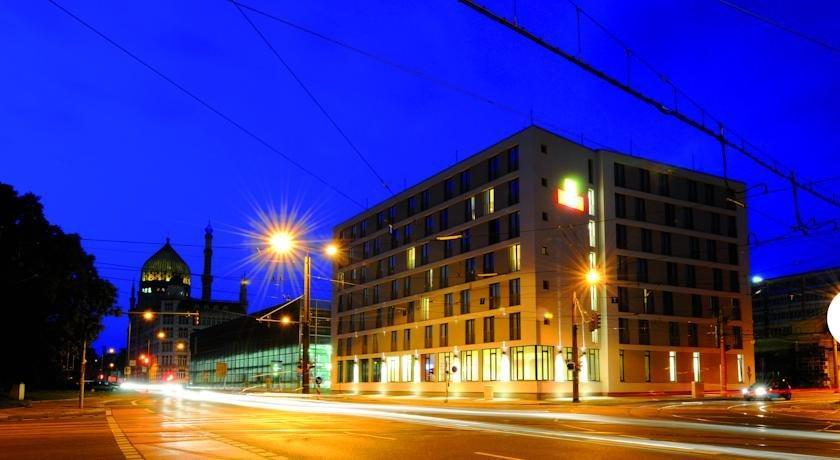 Leonardo hotel dresden altstadt compare deals for Dresden hotel altstadt