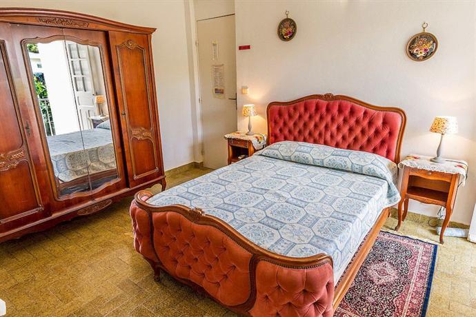 les chambres d 39 hotes de la villa cayol fort de france compare deals. Black Bedroom Furniture Sets. Home Design Ideas