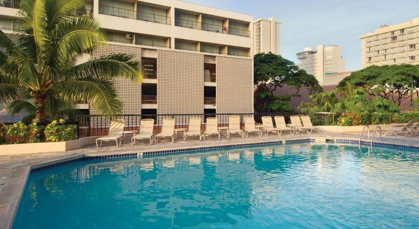 hilton garden inn waikiki beach no resort fee free wifi. Black Bedroom Furniture Sets. Home Design Ideas