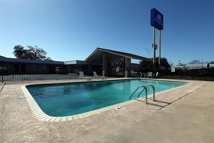 Americas Best Value Inn Uvalde